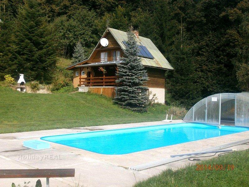 A064 - chata so spoločným bazénom na okraji lesa v chatovej oblasti obce Belá v Malej Fatre