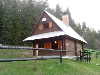 A070 - chata pri lese a potoku neďaleko obce Jezersko v Belianskych Tatrách na Zamagurí