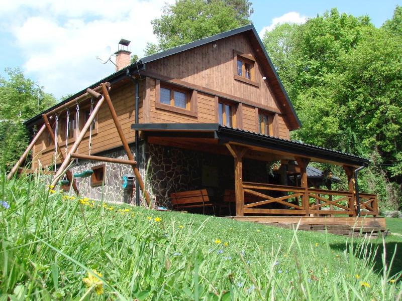 A232 - chata na prenájom a ubytovanie pri lese v rekreačnej časti mesta Bojnice, neďaleko centra.
